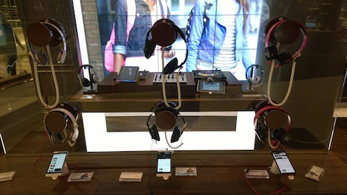 Amplify It Zone Headsets Verizon Destination Store